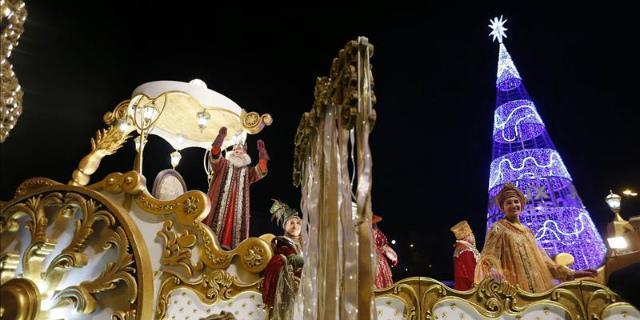 Carmena deja sin cabalgata de Reyes a un colegio de Cabarabanchel por ser católico