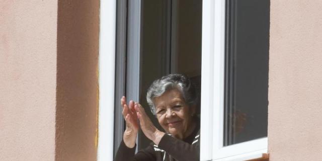 El Colegio de Docentes ofrece contenido de su web a los mayores en residencias