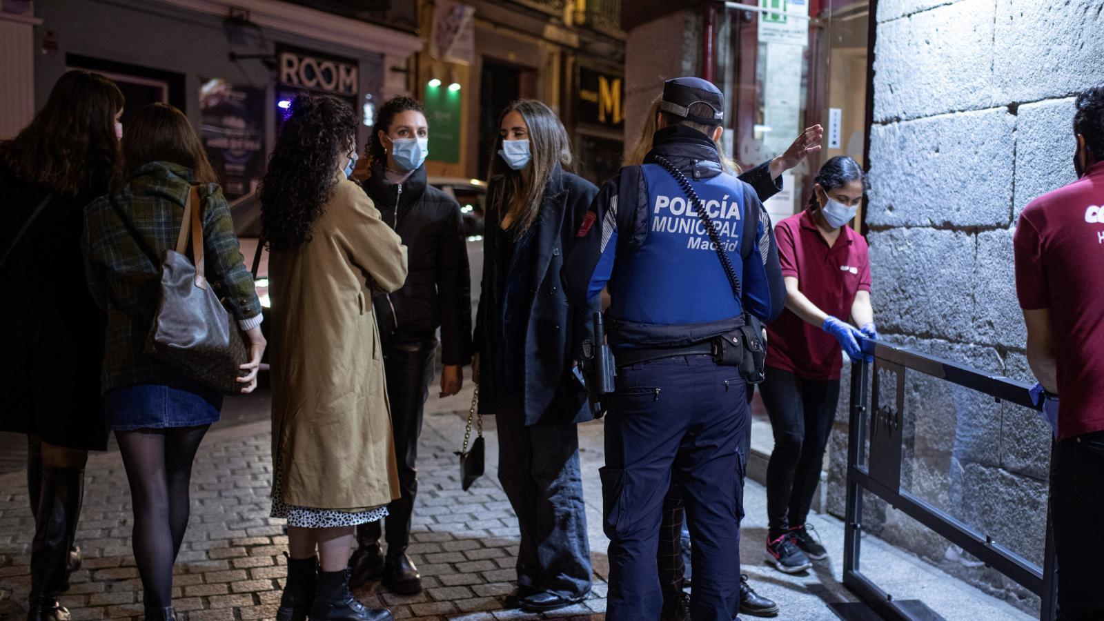 La Policía intervino en 499 fiestas ilegales en Madrid durante el Puente de Mayo