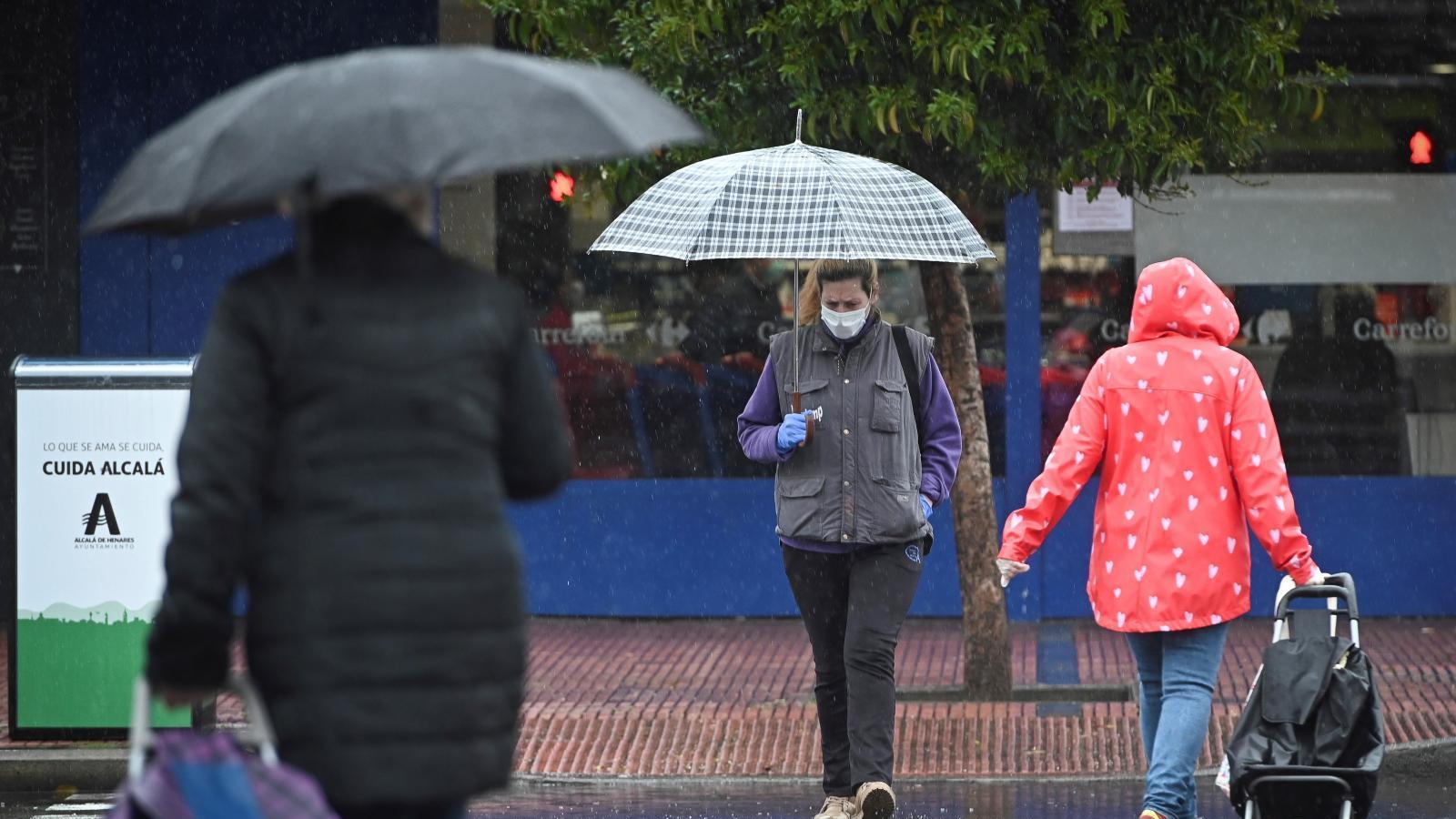 Junio empieza con chubascos, tormentas y caída de temperaturas de hasta 9 ºC