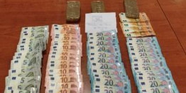 Tres detenidos y 2,5 kilos de hachís requisados en dos coches en Usera