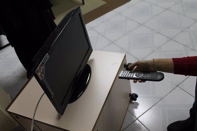 Las televisiones nacionales se vuelcan con las elecciones en Madrid con programas especiales, debates y entrevistas