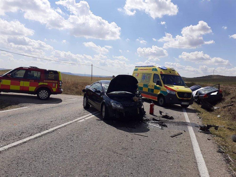 La colisión frontal de dos coches en Daganzo de Arriba se salda con un muerto y un herido trasladado a La Paz